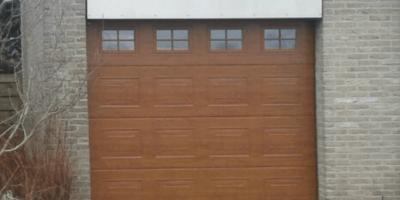 Houten-garagedeur-met-ramen.v2